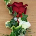 floraler Anstecker für den Bräutigam