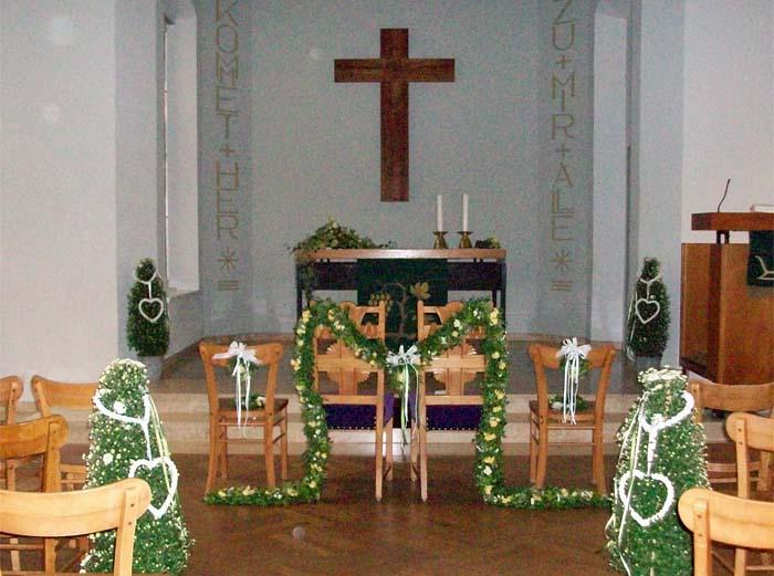Kirchliche Hochzeit Mit Passendem Blumenschmuck Gartnerei Pfitzner