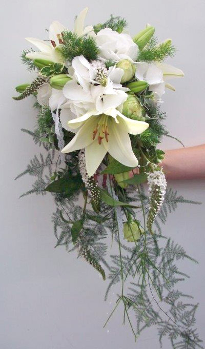 Brautbukett mit weißen Lilien