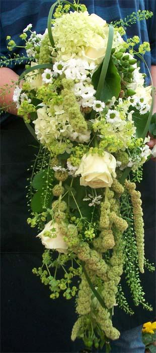 Hochzeitsstrauß in creme-weiß