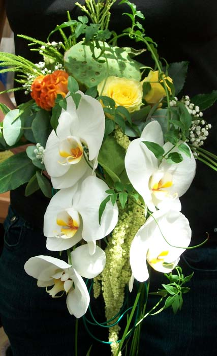 brautstrau mit wei en orchideen g rtnerei dresden heidenau. Black Bedroom Furniture Sets. Home Design Ideas