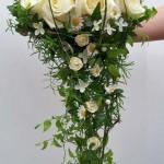 zauberhaft leichter Brautstrauß für eine Landhochzeit