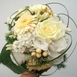 Brautstrauß in weiß und creme