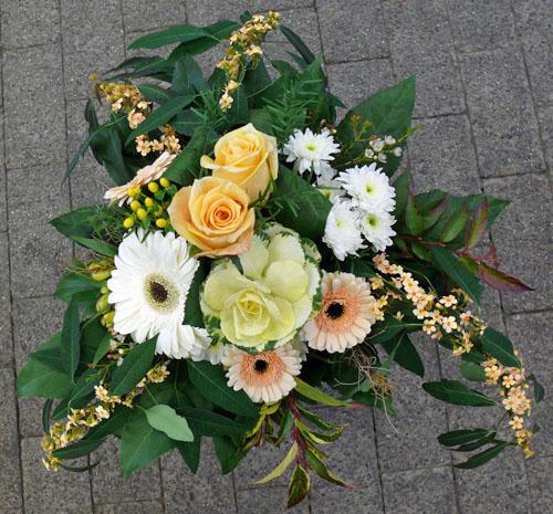 Ungewöhnlicher Blumenstrauß mit Zierkohl
