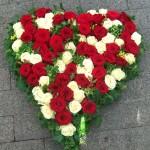 Hochzeitsschmuck - ein Herz voller Rosen