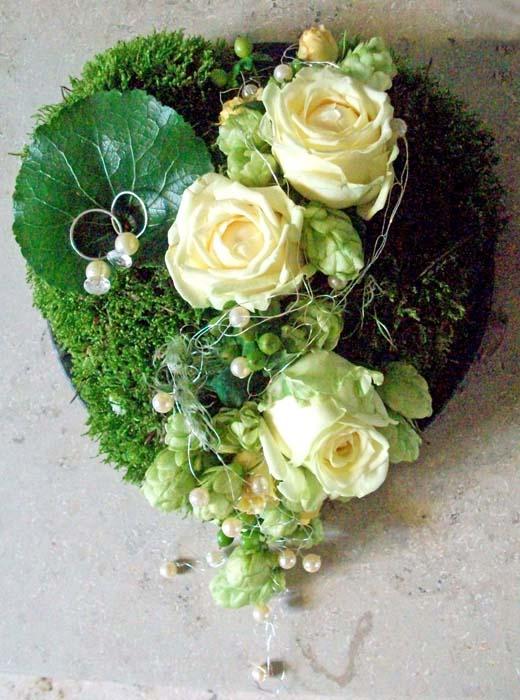 Ringkissen Aus Holz Selber Machen ~ Passend zum Brautstrauß ist ein florales Ringkissen ein hübsches